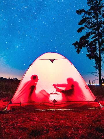 Camping, carpas, bolsas de dormir, campamento